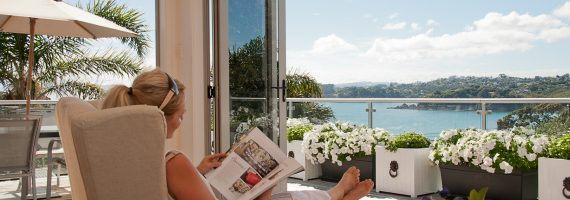 waiheke accommodation holiday rental oneroa waiheke holiday home new zealand mudbrick vineyard